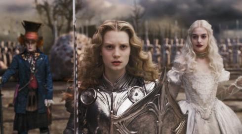 Johnny Depp, Mia Wasikowska und Anne Hathaway in «Alice in Wonderland»
