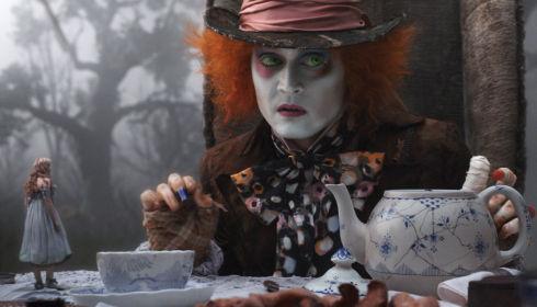 Mia Wasikowska und Johnny Depp in «Alice in Wonderland»