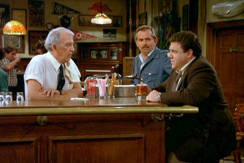 Nicholas Colasanto, John Ratzenberger und George Wendt in «Cheers»