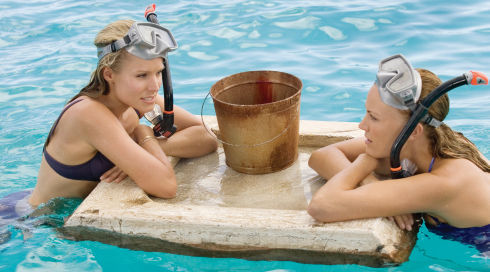 Kristen Bell und Malin Akerman in «Couples Retreat»