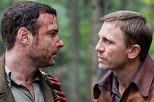 Liev Schreiber und Daniel Craig in «Defiance»