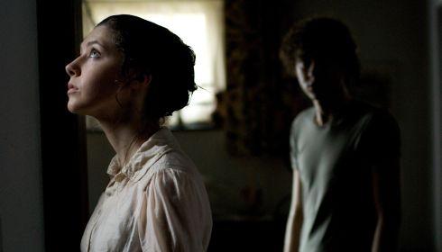 Catherine Steadman und Olly Alexander in «Dust»