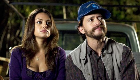 Mila Kunis und Clifton Collins Jr. in «Extract»