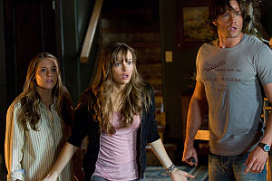 Julianna Guill, Danielle Panabaker und Jared Padalecki in «Friday the 13th»