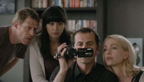 Andres Lust, Dorka Gryllus, Merab Ninidze und Ursina Lardi in «Der Kameramörder»