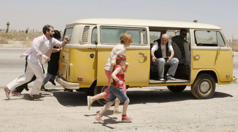 Steve Carell, Paul Dano, Toni Collette, Abigail Breslin, Alan Arkin und Greg Kinnear in «Little Miss Sunshine»