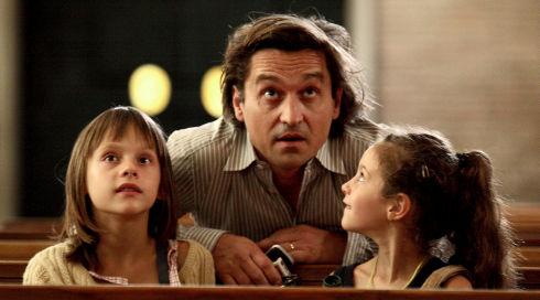 Alice Gautier, Louis-Do de Lencquesaing und Manelle Driss in «Le père de mes enfants»