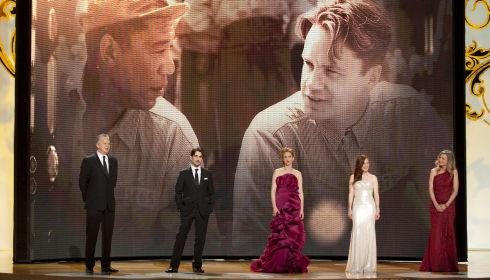 Tim Robbins, Colin Farrell, Vera Farmiga, Julianne Moore und Michelle Pfeiffer würdigen die nominierten Hauptdarsteller (Foto: Michael Yada/©A.M.P.A.S.)