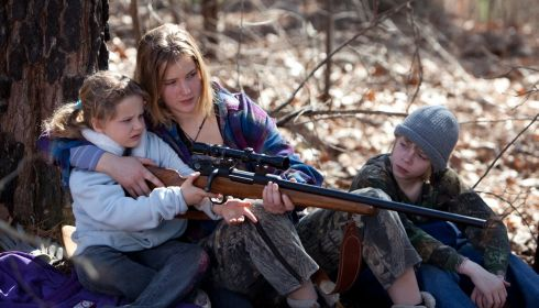 Ashlee Thompson, Jennifer Lawrence und Isaiah Stone in «Winter's Bone»